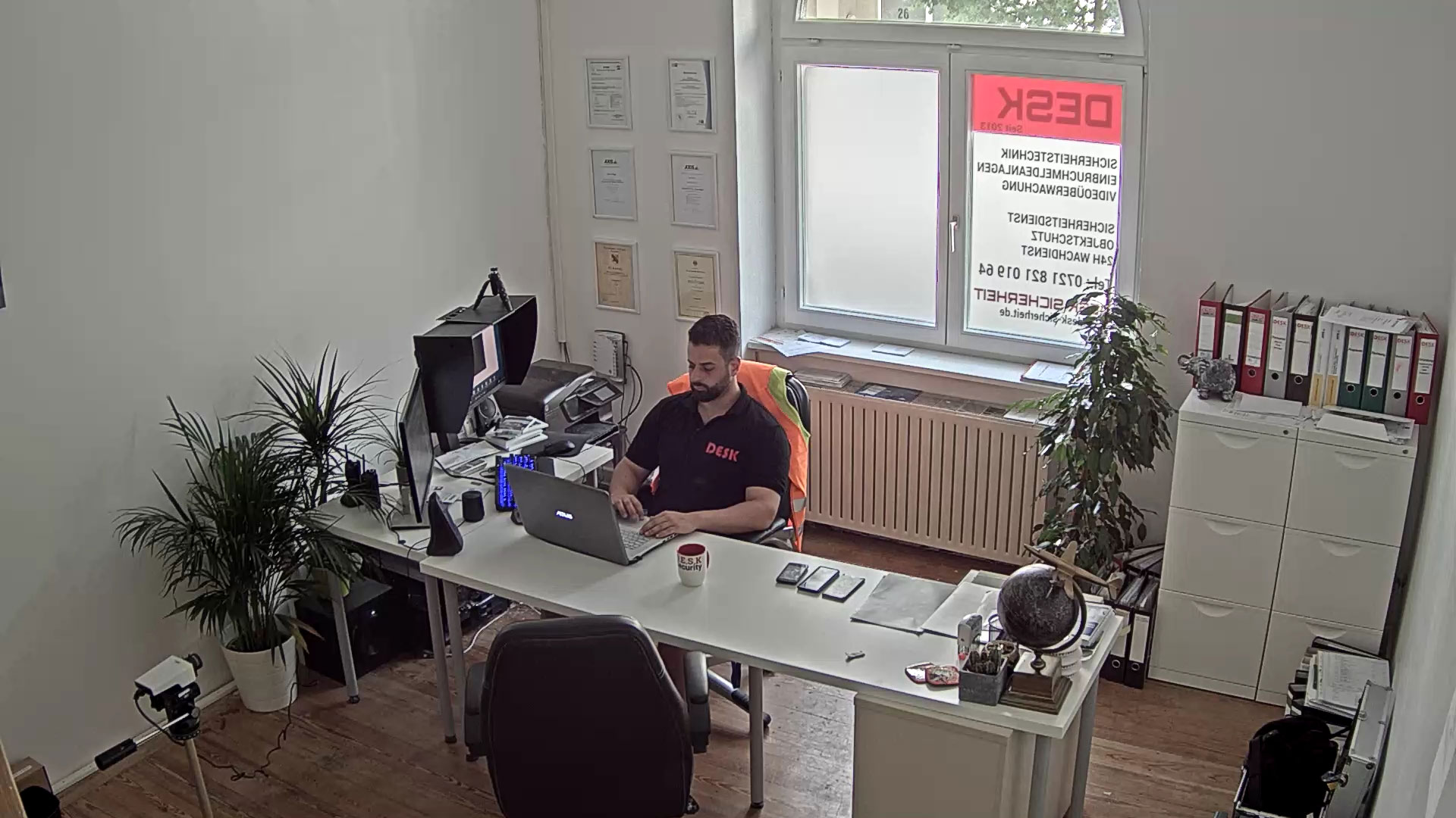 DESK SICHERHEIT WDR VIDEOÜBWERWACHUNG SICHERHEITSDIENST K