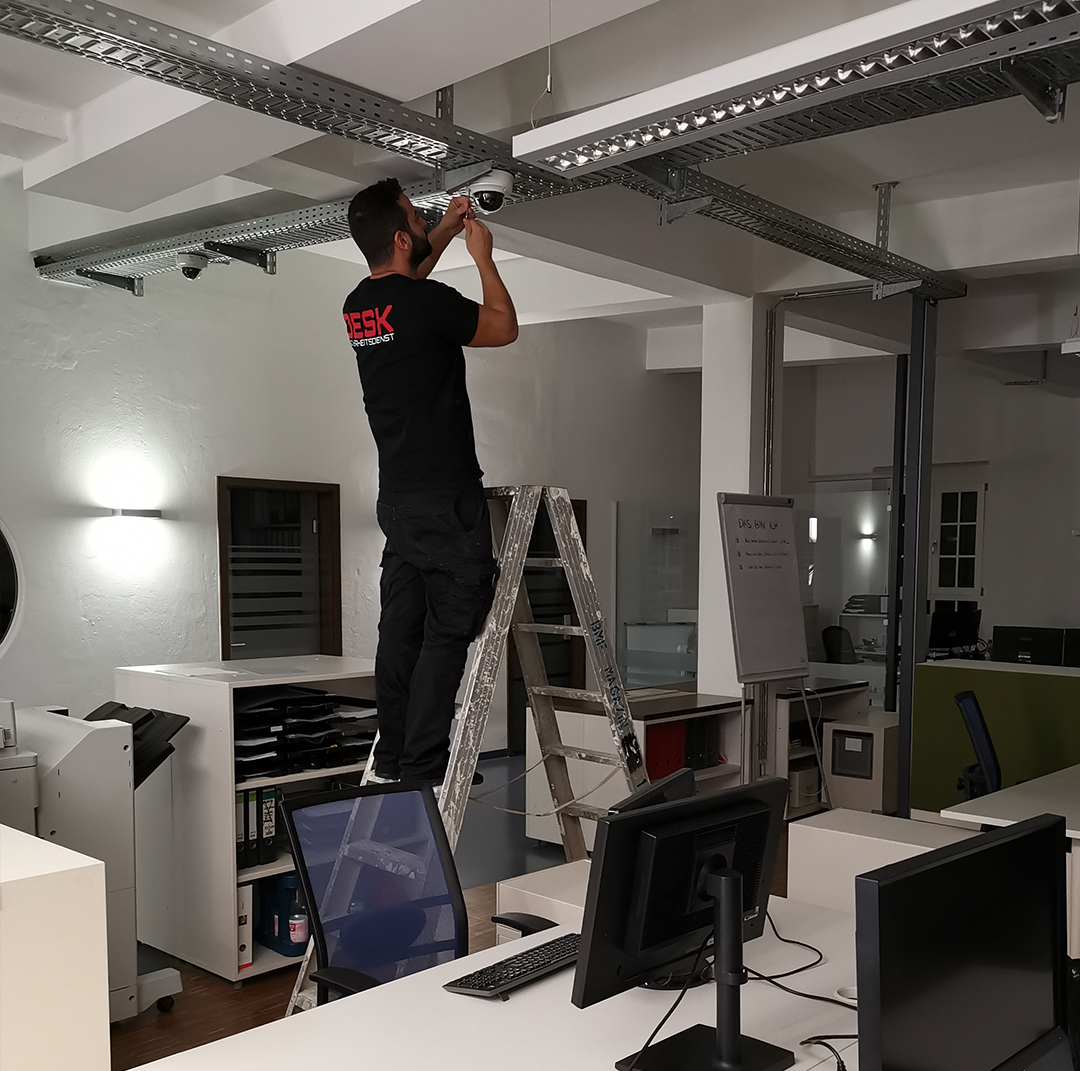 Videoüberwachung Montage / Schnell, sauber und zuverlässig montieren unsere Fachkräfte die passende Sicherheitstechnik.
